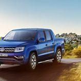Capó azul del Volkswagen Amarok 2016