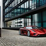 Capó rojo del Koenigsegg Regera