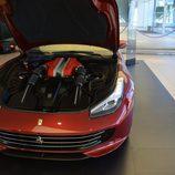 Capó abierto del nuevo Ferrari GTC4Lusso