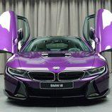 BMW i8 morado - parrilla