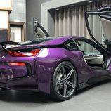 BMW i8 morado - luces