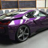 BMW i8 morado - posterior