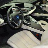 BMW i8 morado - interior