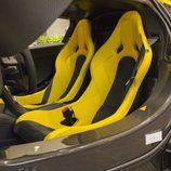 McLaren P1 - asientos amarillos