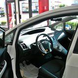 Toyota Prius: Acceso al interior, lado del conductor