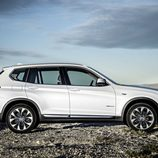 BMW X3: Lateral