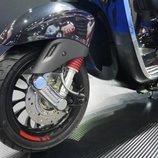 Deslúmbrate con la nueva Vespa Sprint Carbon