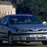 Renault Laguna I Fase II: 1/3 Frontal derecho