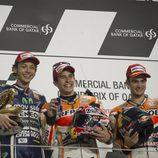 Todos sonrientes en el podio de MotoGP