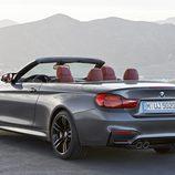 BMW M4 Convertible - trasera tres cuartos abierto
