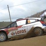 Robert Kubica exprimiendo el  Fiesta RS WRC