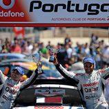 Nasser Al-Attiyah celebrando su victoria en WRC2