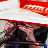 Ajustando el alerón del McLaren