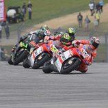 Pelea Ducati en la primera curva de Austin