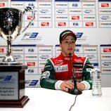 Antonio Fuoco junto a su trofeo