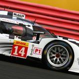 Primer plano del Porsche #14 en la clasificación