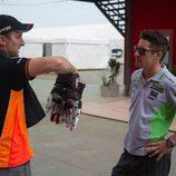 Colin Edwars y Nicky Hayden cambian impresiones