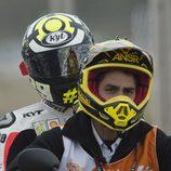 Andrea Iannone en la scooter tras su caída en Termas