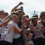 Márquez y su equipo celebran el triunfo en Argentina
