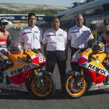 Foto de familia del Repsol Honda en la recta de Jerez