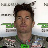 Nicky Hayden esperando al FP1 de MotoGP en Jerez