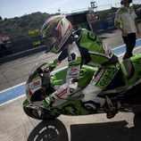 Álvaro Bautista saliendo de los boxes de Jerez
