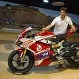 Carlos Checa visitó a MotoGP en Jerez