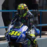 Valentino Rossi saliendo de boxes en el Q2