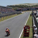 Marc Márquez surca la recta de Jerez en solitario