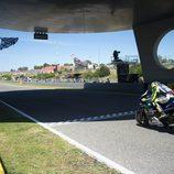 Valentino Rossi cruzando la meta en Jerez