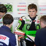 Scott Redding en el box de Gresini durante el test