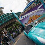 Nicky Hayden se pasa a las cuatro ruedas en DisneyLand