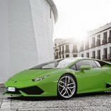 Lamborghini Huracán LP610-4 - carrocería verde en la calle