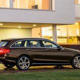 Mercedes-Benz Clase C Estate - La noche le hace hermoso