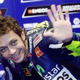 Valentino Rossi saluda a los tifosi de Mugello
