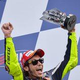 Valentino Rossi celebra su tercer puesto en Italia