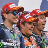 Los pilotos del podio de Mugello de MotoGP posan