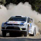 Andreas Mikkelsen sacando toda la potencia del Polo R WRC