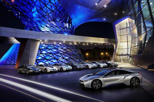 BMW i8 posando