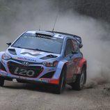 Debut discreto de Hayden Paddon con el i20 WRC