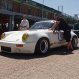 Porsche 911 RS saliendo a pista