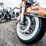 Neumático bicolor en la Road King