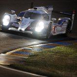 La noche de Le Mans sobre el Toyota #8