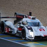 Susto para el Audi #3 en la entrada a la recta de Le Mans