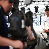 Mark Webber atendiendo a los medios en Le Mans