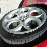 Alfa 4c - Rosso llantas