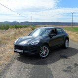 Prueba del Porsche Macan Turbo - Posando
