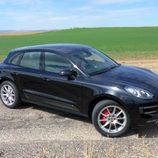 Prueba Porsche Macan Turbo - Posando
