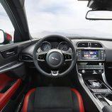 Presentación Jaguar XE - puesto de conducción