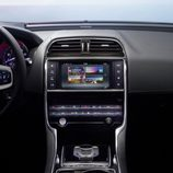 Presentación Jaguar XE - consola central